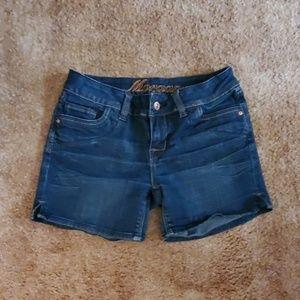 Delia's Size 3/4 Jean Shorts